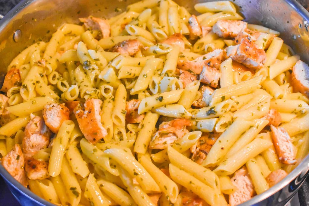 pasta, chicken and lemon garlic sauce in a large cooking pot